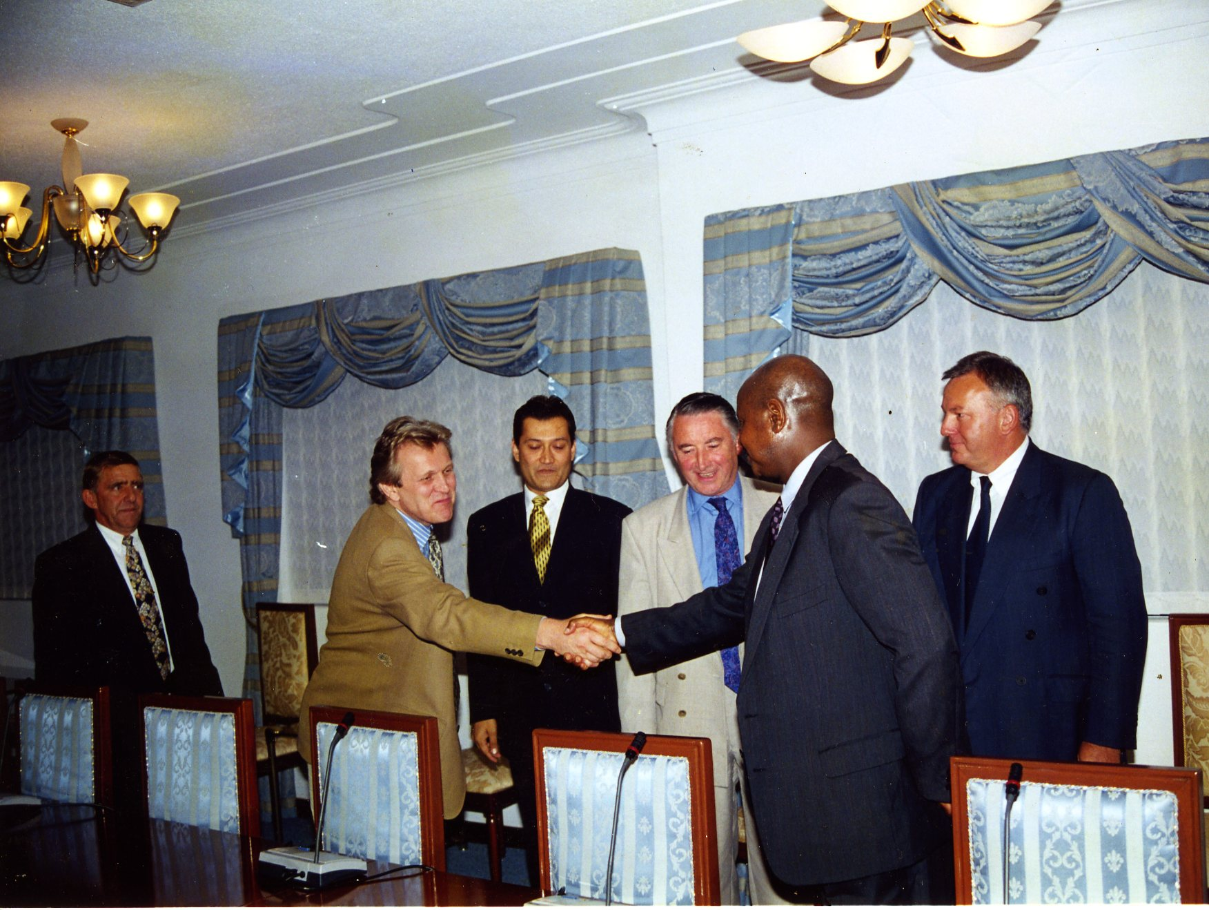 Buckingham Museveni002.jpg