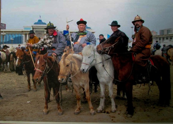 Horsemen demonstration Mongolia_600.jpg